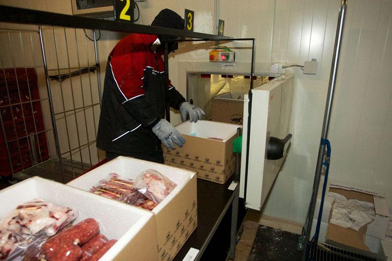 Die tiefgefrorenen Portionen kommen für den Versand in Styropor-Kisten
